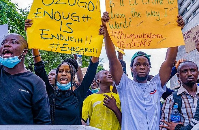 'Lazy' Nigerian youth mobilize #EndSARS protest from social media to the streets · Global Voices