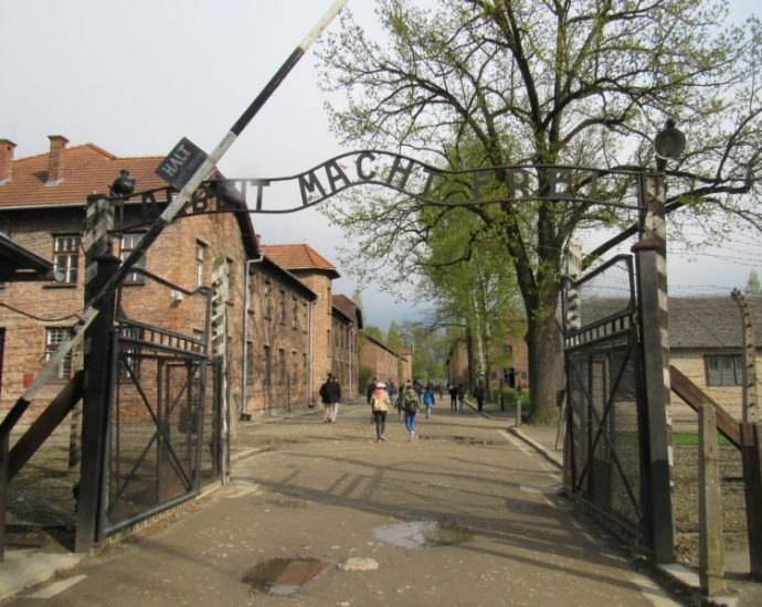 Facebook to include Holocaust denial in its definition of banned hate speech · Global Voices