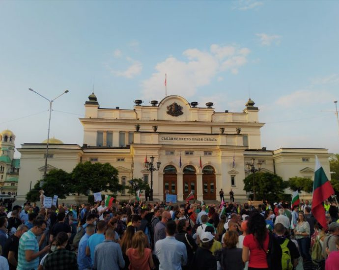 After three months of anti-government protests in Bulgaria, what's at stake? · Global Voices
